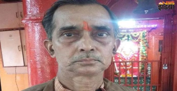 Avadhesh Dwivedi, priest of Hanuman temple